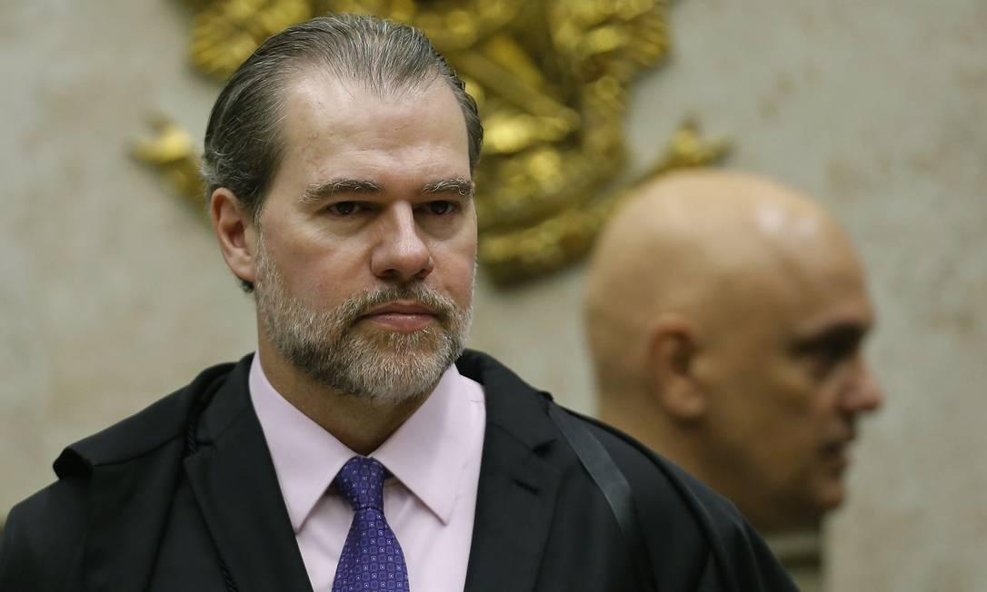 Os ministros dias Toffoli e Alexandre de Moraes (ao fundo) no Supremo Tribunal Federal (STF) Foto: Jorge William / Agência O Globo