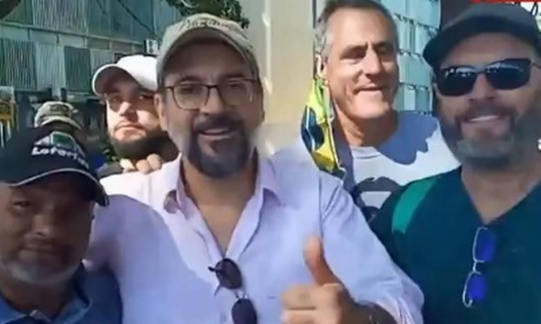 O ministro em protesto em Brasília Foto: Reprodução GloboNews / O GLOBO