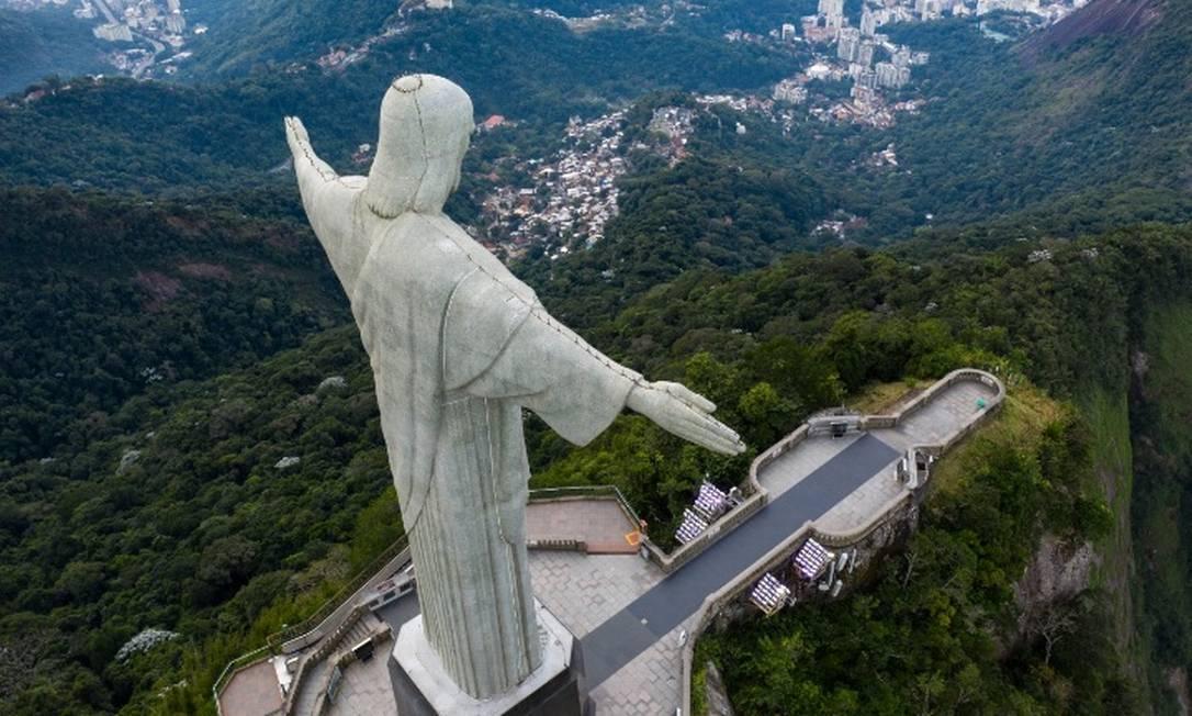 O Cristo Redentor sem visitantes a seus pés, uma cena rara antes da decretação da quarentena devido à pandemia da Covid-19 Foto: Brenno Carvalho