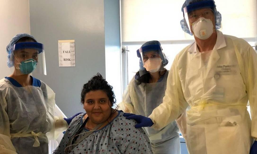 Janet Mendez, de 33 anos, quando recebeu alta do hospital onde ficou internada por quase três semanas em Nova York Foto: Divulgação Mount Sinai Morningside