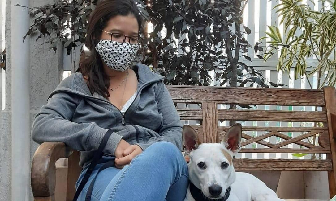 A enfermeira Beatriz Marinho é uma das responsáveis pela colônia de animais em Vila Isabel. Foto: Acervo Pessoal