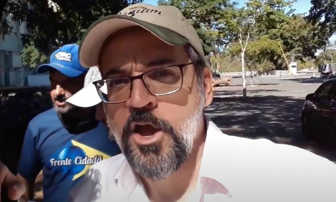 A pressão pela demissão aumentou após o encontro do ministro com bolsonaristas, durante manifestação contra o STF em Brasília, no dia 13 de junho. Na ocasião, ele acabou sendo multado pelo governo do Distrito Federal por não usar máscara Foto: Reprodução / YouTube / Agência O Globo