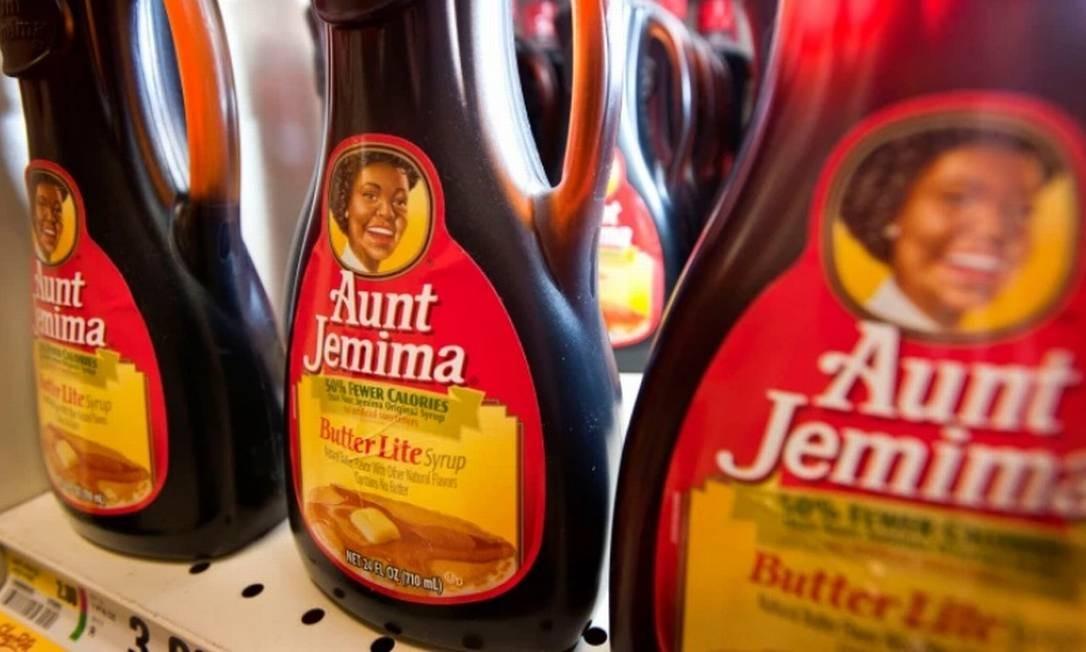 Garrafas de xarope Aunt Jemima exibidas para venda em um supermercado de Stratford, no estado americano de Connecticut Foto: Bloomberg