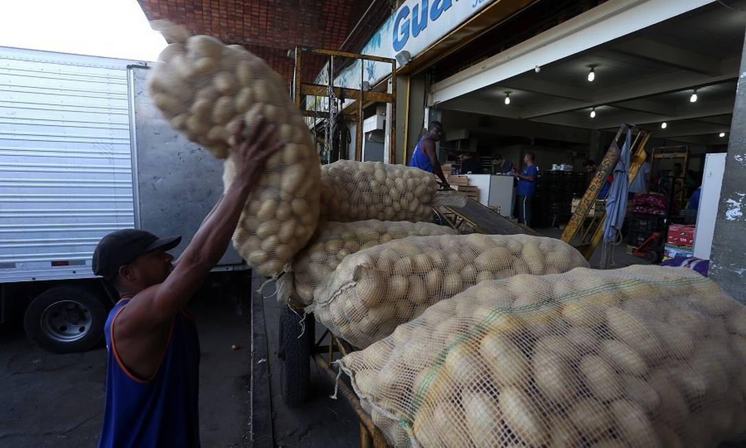 Tubérculos, como as batatas, tiveram alta de quase 6%. Foto: Fabiano Rocha / Agência O Globo