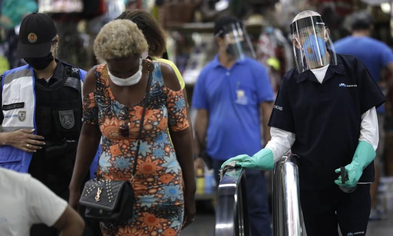 Máscaras eram obrigatórias e funcionários higienizavam o local Foto: Luiza Moraes / Agência O Globo