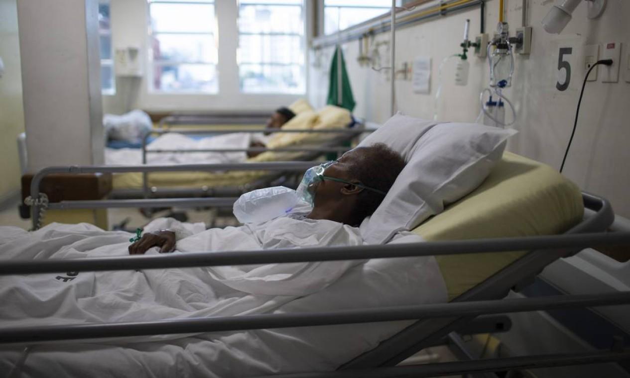 Nesta ala, pacientes fazem fisioterapia e são acompanhados na recuperação, sem contato com outros pacientes que estão positivos para o vírus Foto: Márcia Foletto / Agência O Globo