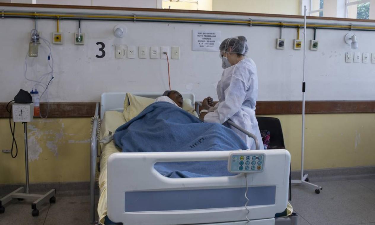 Enfermaria especializada em cuidados pós-Covid-19 do Hospital Universitário Pedro Ernesto (HUPE) é a primeira do SUS no Rio de Janeiro Foto: Márcia Foletto / Agência O Globo