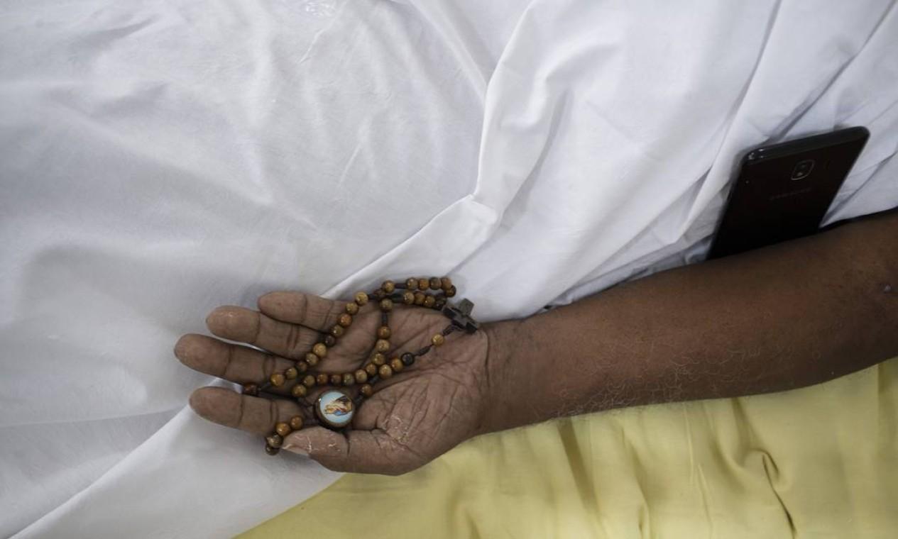 Espera, fisioterapia e orações Foto: Márcia Foletto / Agência O Globo