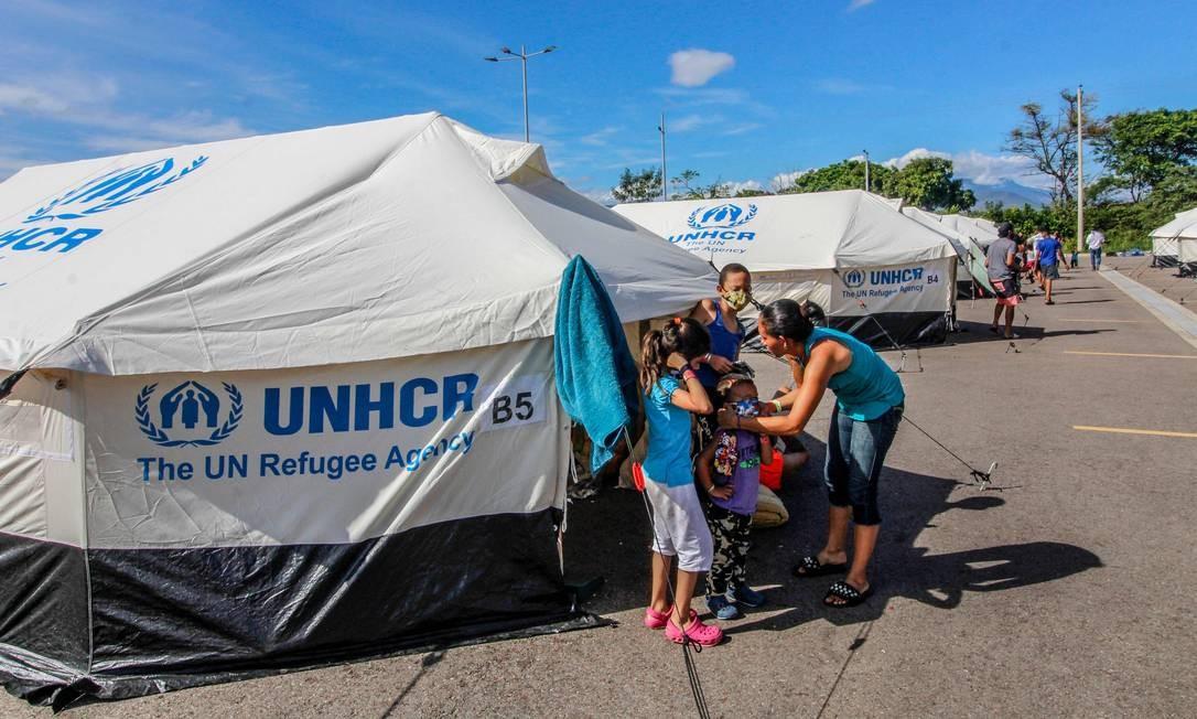Refugiados venezuelanos são amparados pela ONU na fronteira com a Colômbia Foto: SCHNEYDER MENDOZA / AFP