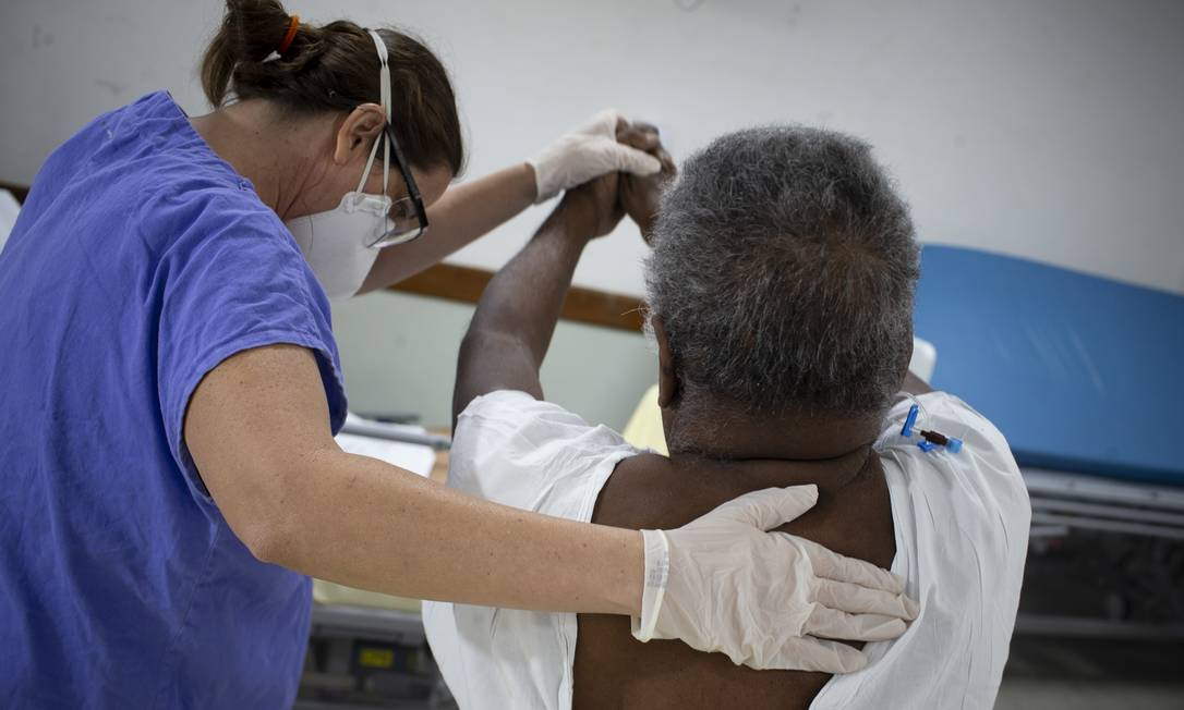 Negativados para o coronavírus, pacientes da Covid-19 lutam para se recuperar, na enfermaria do Pedro Ernesto, das sequelas deixadas Foto: Márcia Foletto / Agência O Globo