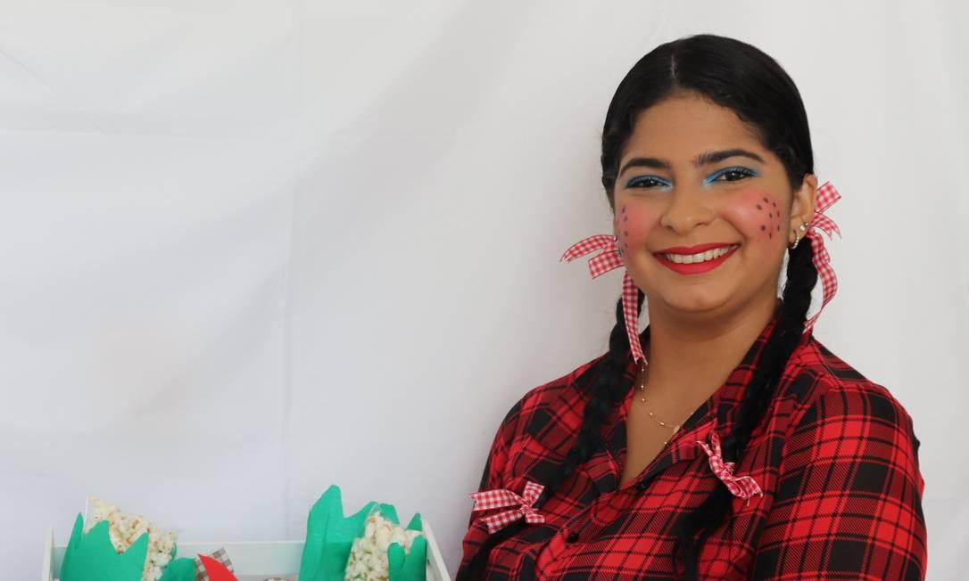 Pryscilla de Araújo aposta nas festas juninas em casa para alavancar as encomendas do buffet de sua família Foto: Divulgação/Sheila Gomes