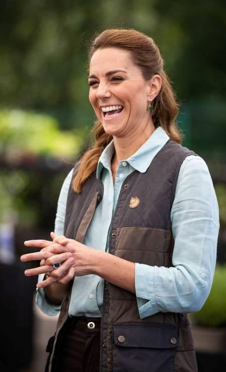 A duquesa esteve no Fakenham Garden Centre, onde encontrou com alguns súditos a uma distância segura Foto: POOL / REUTERS