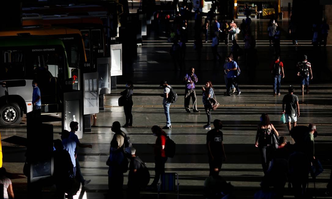 Movimentação de passageiros na rodoviária central de Brasília, em meio ao surto de coronavírus, em 2 de junho Foto: ADRIANO MACHADO / REUTERS
