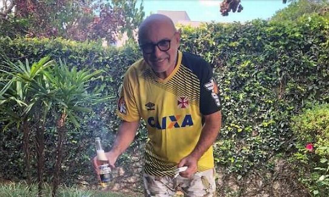 Fabrício Queiroz faz churrasco na casa em Atibaia (SP), onde foi preso Foto: Reprodução