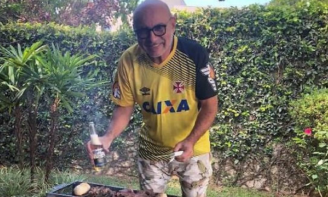 Fabrício Queiroz faz churrasco na casa em Atibaia Foto: Foto rede social / Agência O Globo