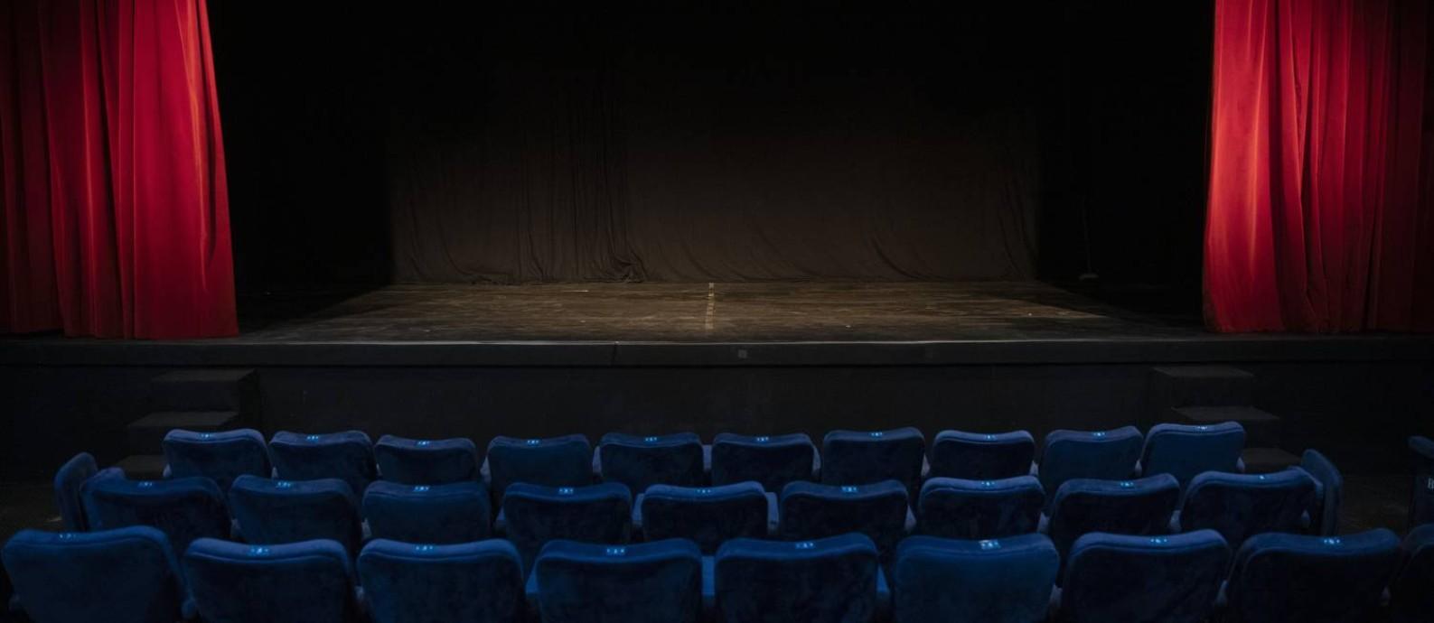 O Teatro Petra Gold, na Zona Sul do Rio, vazio: espaço planeja transmissões ao vivo pela internet de monólogos encenados por grandes nomes, como estratégia para enfrentar um momento ainda cercado de incertezas Foto: Leo Aversa / Agência O Globo