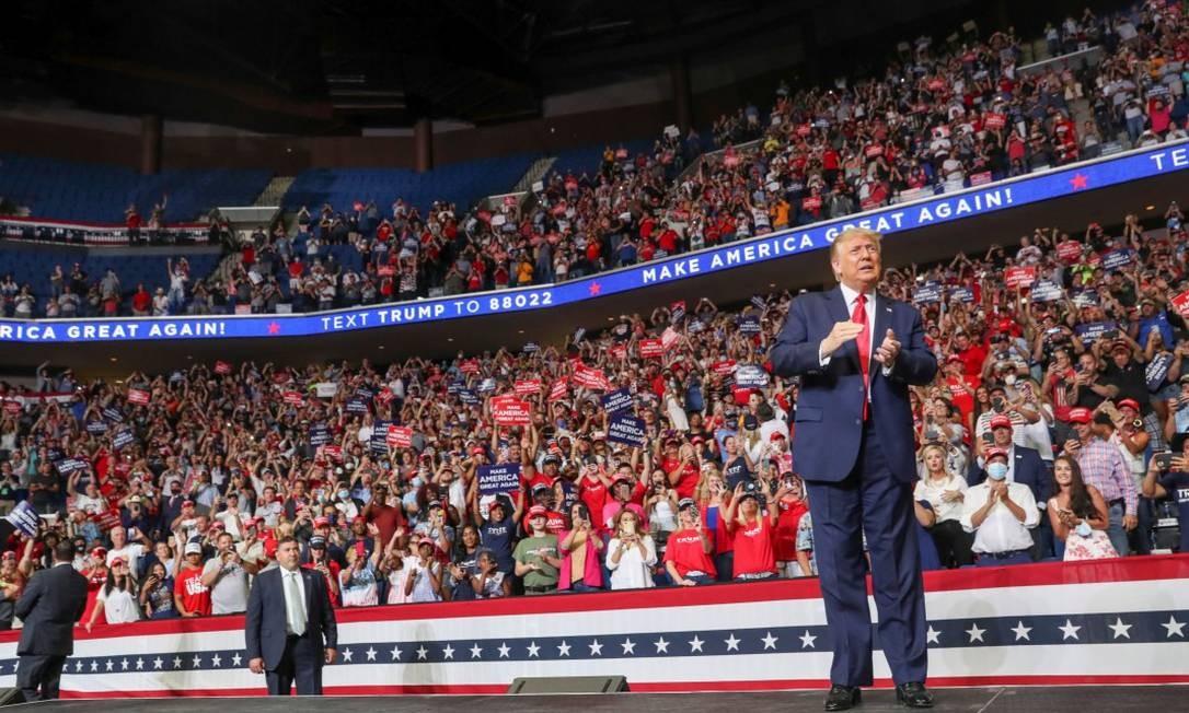 Trump durante comício em Tulsa, no Oklahoma; ao fundo, é possível ver assentos vazios Foto: LEAH MILLIS / REUTERS