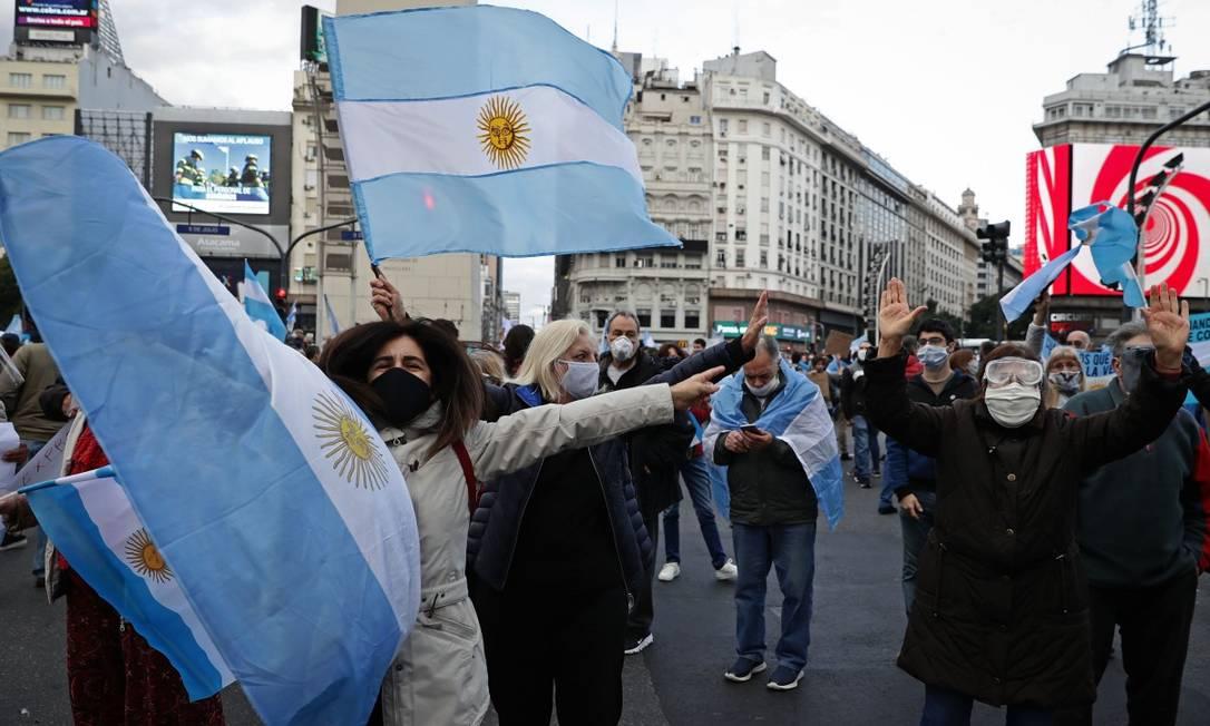 Pequenos empresários protestam contra a quarentena em Buenos Aires Foto: ALEJANDRO PAGNI / AFP