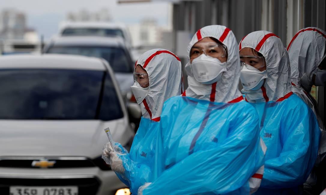 Equipe médica na Coreia do Sul Foto: Kim Kyung Hoon / Reuters