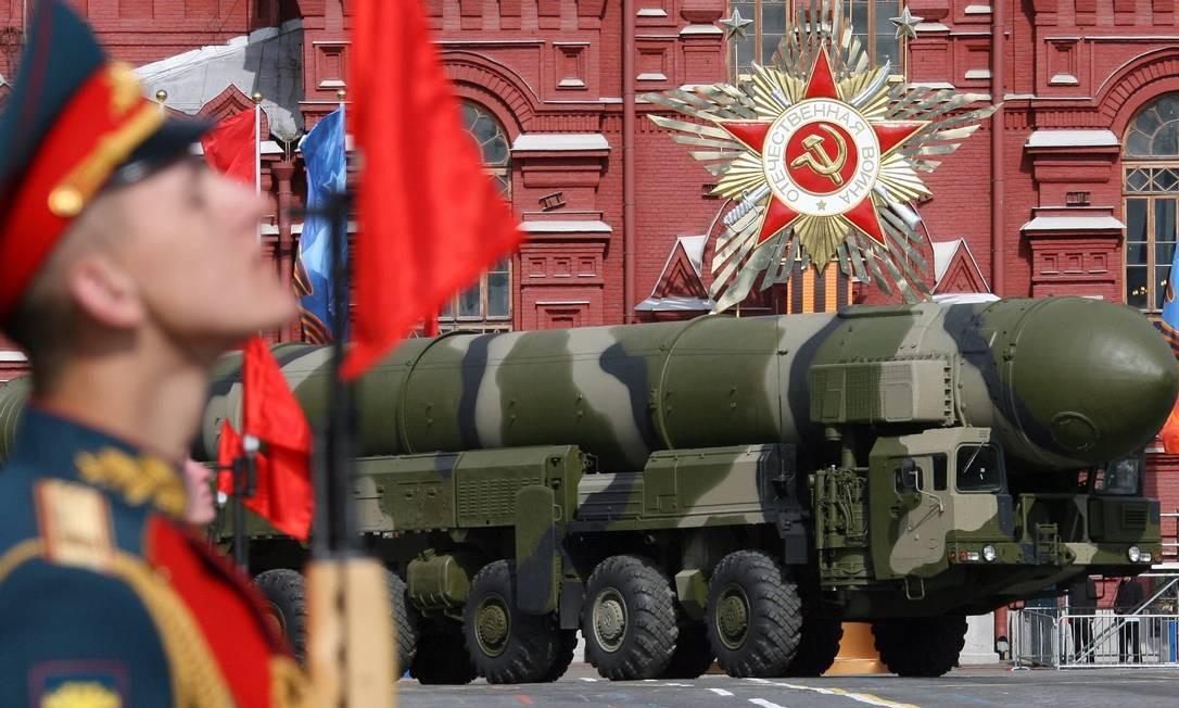 Míssil intercontinental russo do modelo Topol-M, durante parada do Dia da Vitória, em Moscou Foto: Yuri Kadobnov / AFP