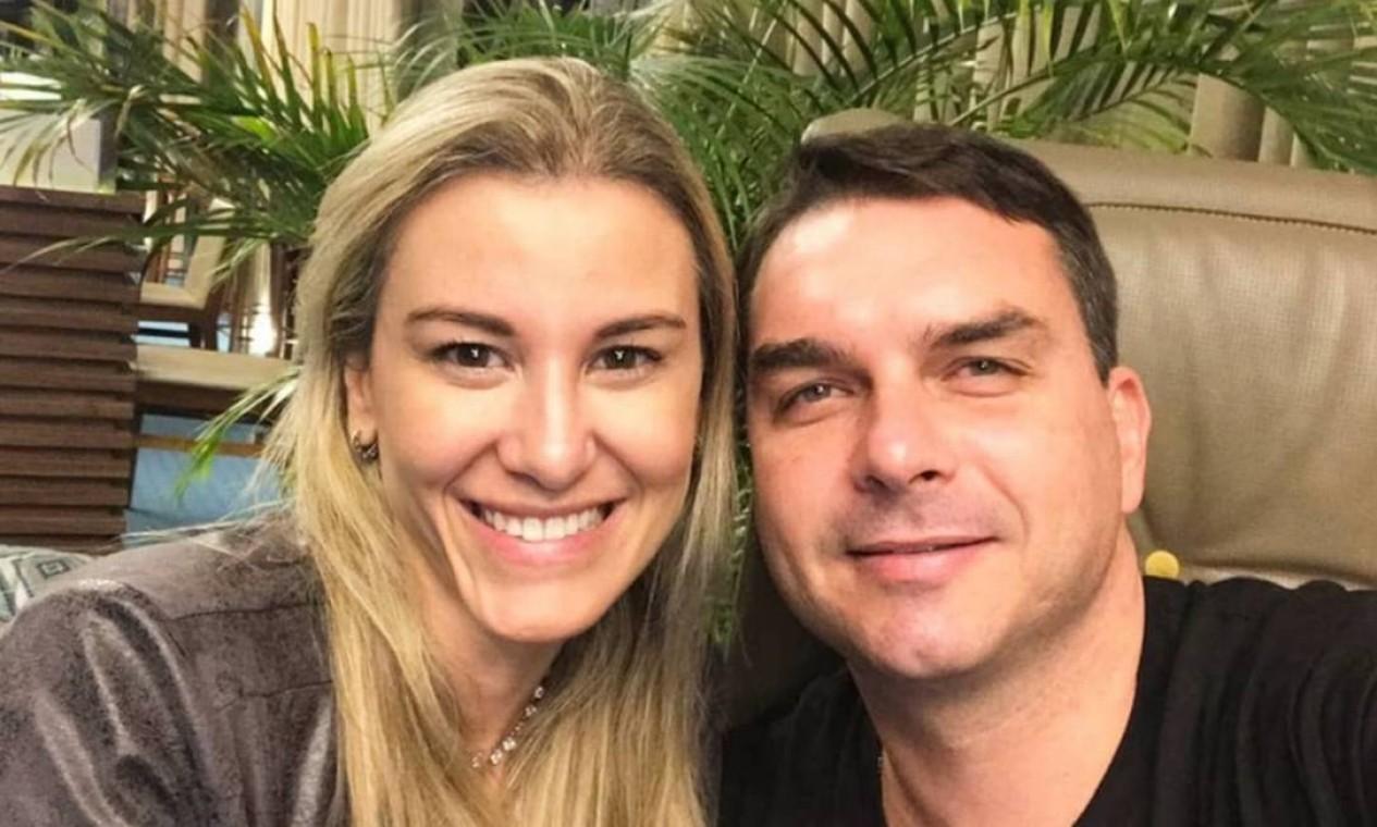 O deputado Flávio Bolsonaro se casou com a dentista Fernanda Bolsonaro em 2010, com quem teve duas filhas Foto: Reprodução