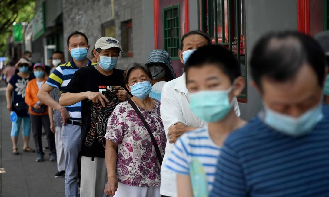Cidadãos de Pequim em fila para fazerem testes de Covid-19 Foto: Noel Celis / AFP