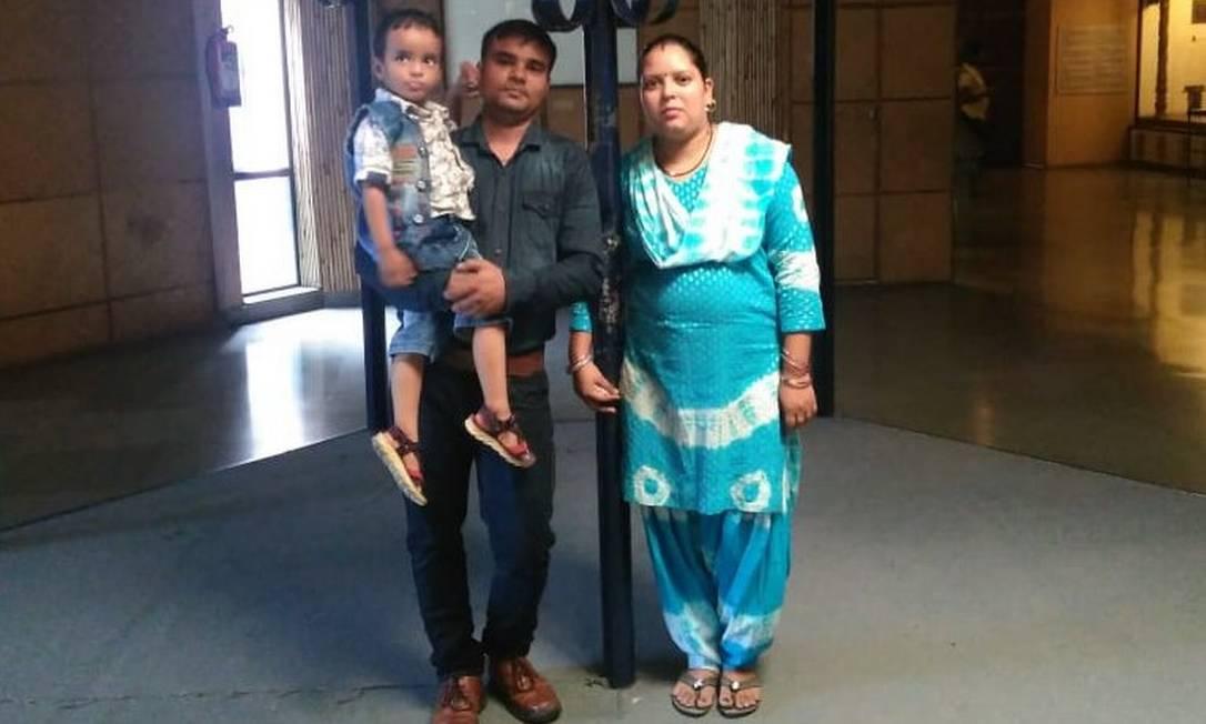 Neelam Gautan com o marido Bijendra Singh e o filho Rudraksh Foto: Arquivo pessoal