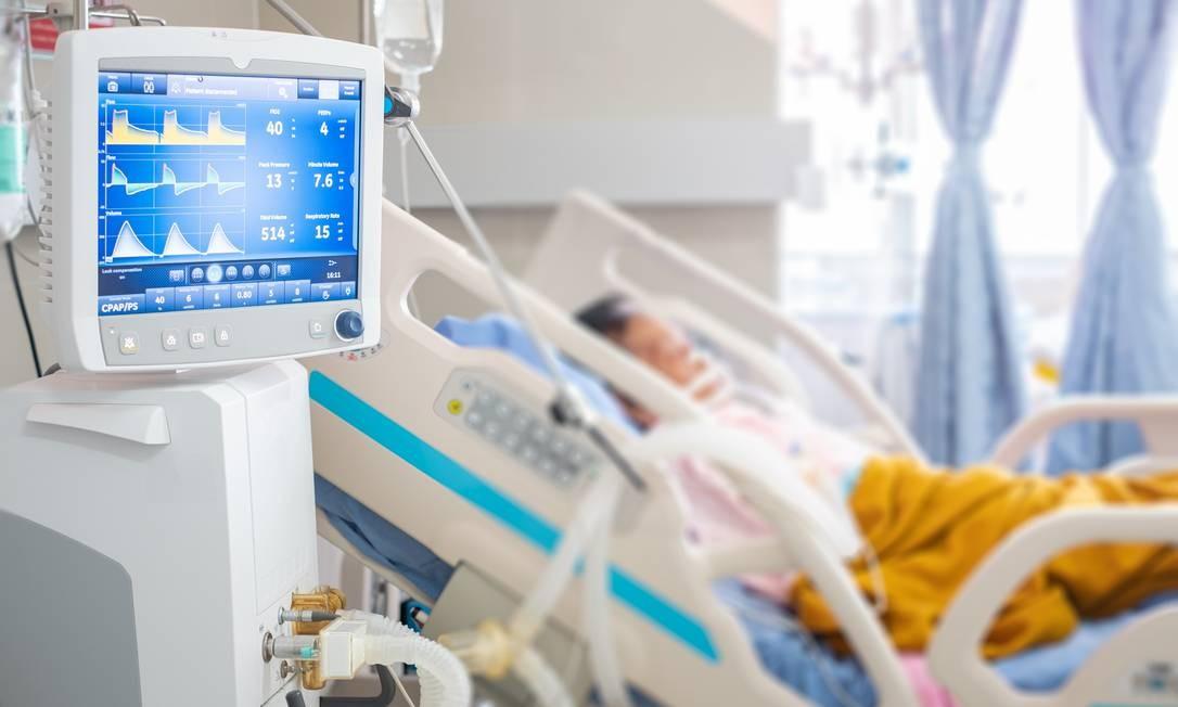 O ventilador mecânico é vital para pacientes que estão entubados e não conseguem respirar sozinhos Foto: Taechit Taechamanodom / Getty Images