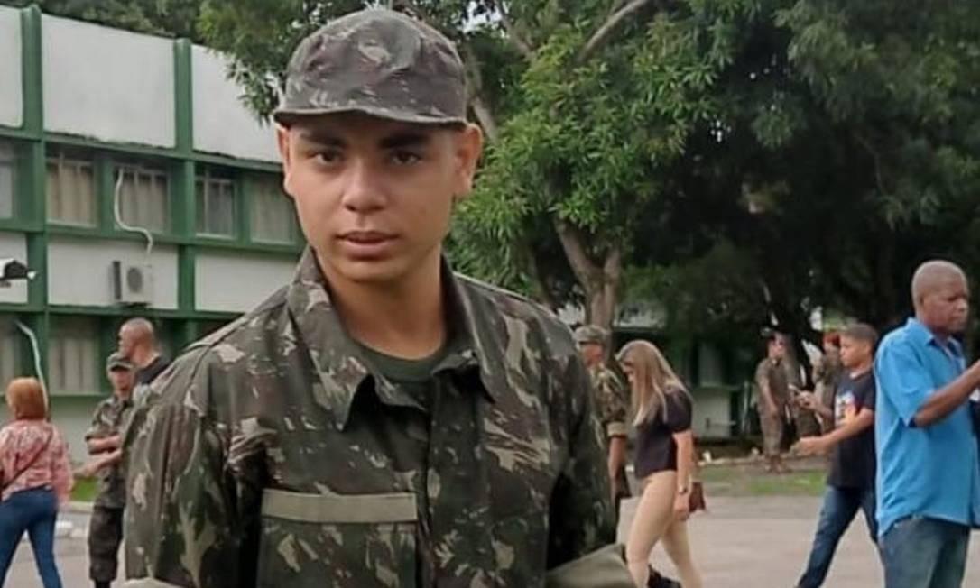O jovem Pedro Lucas no dia da formatura de incorporação ao Exército Foto: Arquivo pessoal