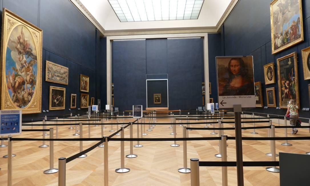 Com público constituído majoritariamente por visitantes estrangeiros, o Louvre terá dificuldades em recuperar a curto prazo seus invejáveis números de visitação. Foto: Fernando Eichenberg / Agência O Globo