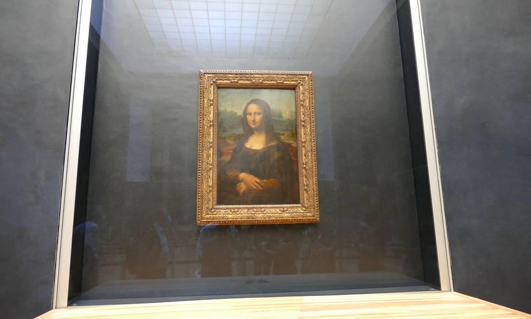 Após mais de três meses de confinamento, a Mona Lisa se prepara para seu aguardado reencontro com o público saudoso de seu enigmático sorriso. Fechado desde o 13 de março por causa da Covid-19, o Museu do Louvre reabrirá suas portas em 6 de julho Foto: Fernando Eichenberg / Agência O Globo