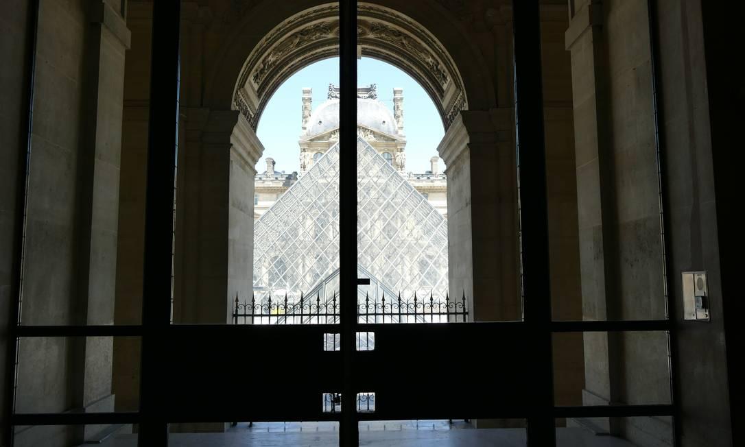 Nos atentados de 11 de setembro de 2001, nos EUA, o Louvre perdeu cerca de 40% do público e precisou de três anos para retomar os patamares habituais de frequentação Foto: Fernando Eichenberg / Agência O Globo