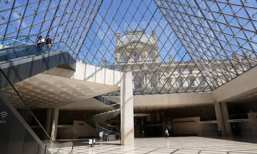 """Segundo o presidente do museu, a crise talvez seja """"um tempo favorável"""" ao visitante francês, """"o primeiro público do Louvre"""", com mais de 2,5 milhões de entradas anuais, redescobrir o museu Foto: Fernando Eichenberg / Agência O Globo"""