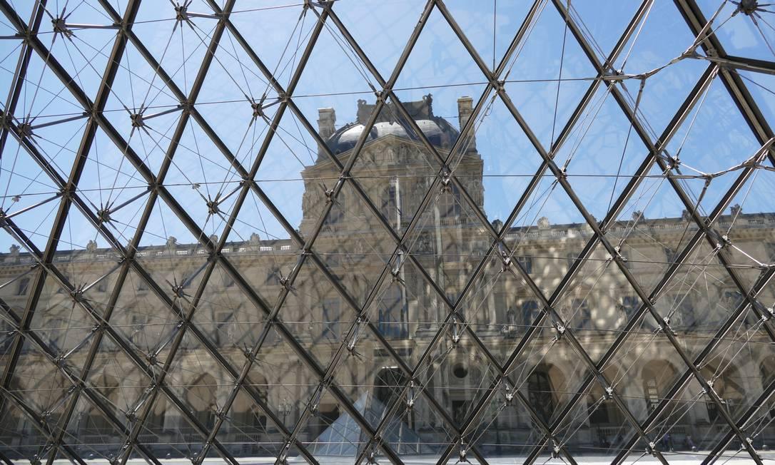 """O presidente do museu ressalta que é preciso """"desdramatizar"""" as obras da coleção do Louvre. """"Por que 60% dos franceses não vão ao museu? Porque dizem que não foram feitos para eles, não conseguem compreender o que veem"""" Foto: Fernando Eichenberg / Agência O Globo"""