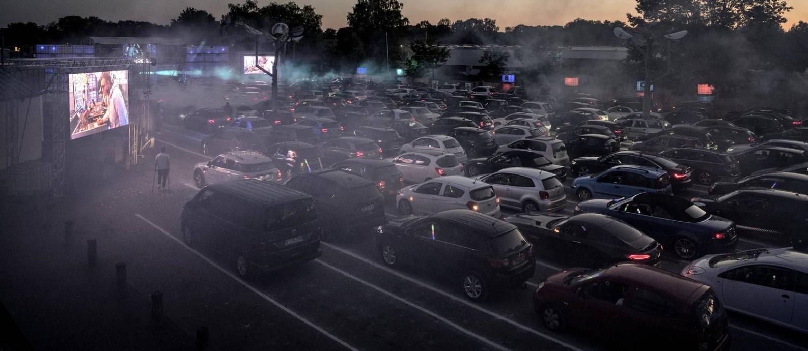 Show em sistema de drive-in em Schüttorf, na Alemanha Foto: Laetitia Vancon/The New York Times / O GLOBO