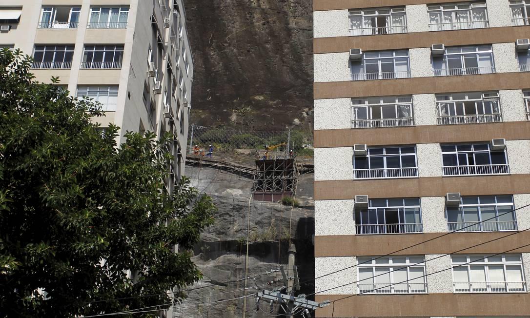 Início das obras, em 2013: contenção foi prevista no projeto do metrô Foto: Márcia Foletto / Agência O Globo