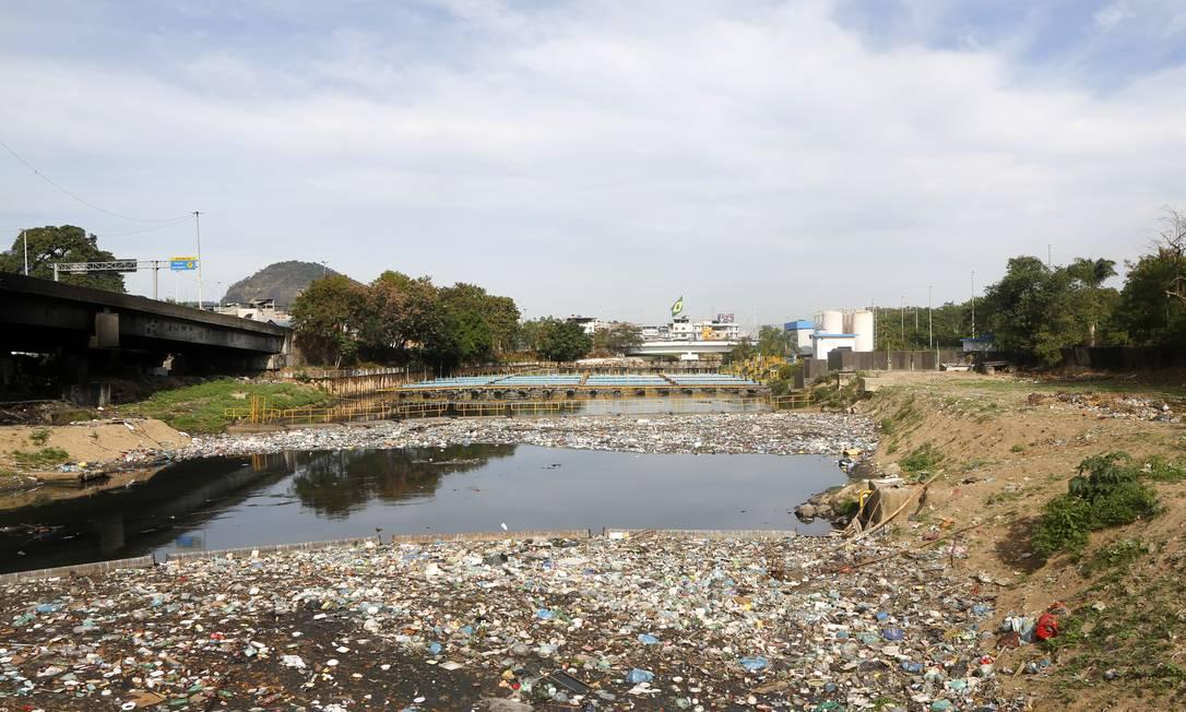 Carência. No país, 67 milhões de brasileiros só têm acesso a água tratada, mas convivem com o próprio esgoto Foto: Agência O Globo