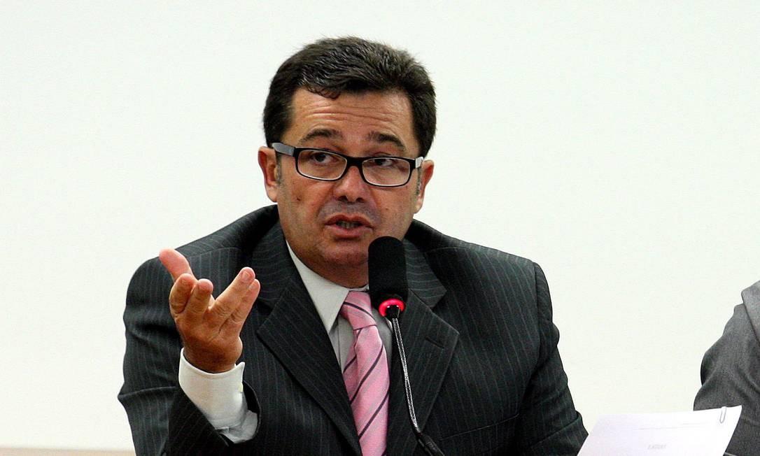 Bsb-Brasilia [DF] Brasil 19.04.2011 - PA - O Senador Vital do Rêgo [PMDB-PB]residindo a reunião da Comissão Mista de Orçamento 2012, em Brasília.Foto Ailton de Freitas/Agencia Oglobo Foto: Aílton de Freitas / Agência O Globo