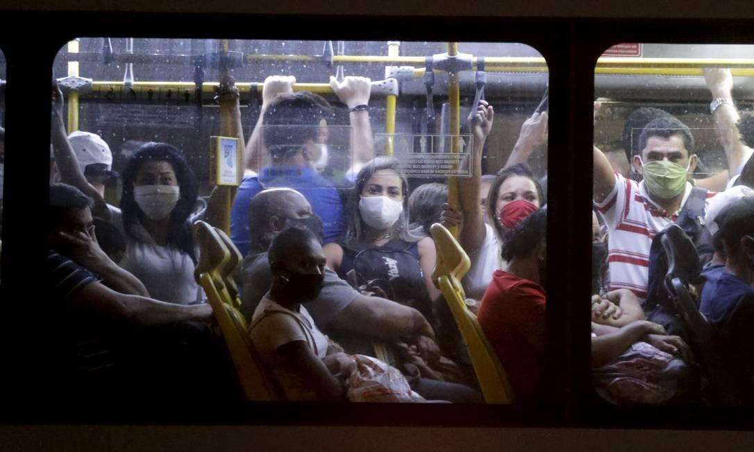 RI Rio de Janeiro (RJ) 23/06/2020 Pandemia Covid-19 . BRT lotado em direção de Campo Grande . Foto Domingos Peixoto / agência Globo Foto: Domingos Peixoto / Agência O Globo