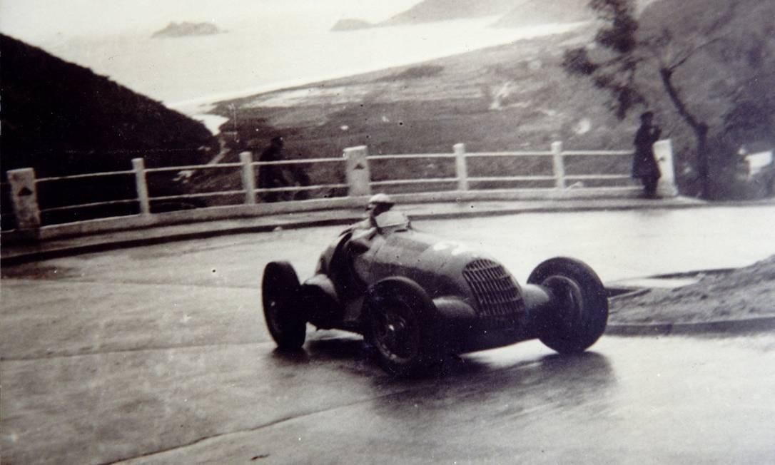 Circuito da Gávea de 1938 - Alfa Romeo do piloto Pintacuda no Trampolim do Diabo (hoje, Rocinha) Foto: Reprodução / 1938