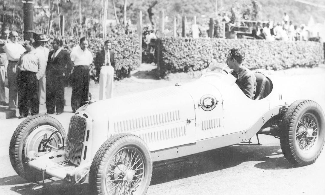 Chico Landi e seu Alfa Romeo no Circuito da Gávea de 1939 Foto: Agência O Globo / 26-10-1939