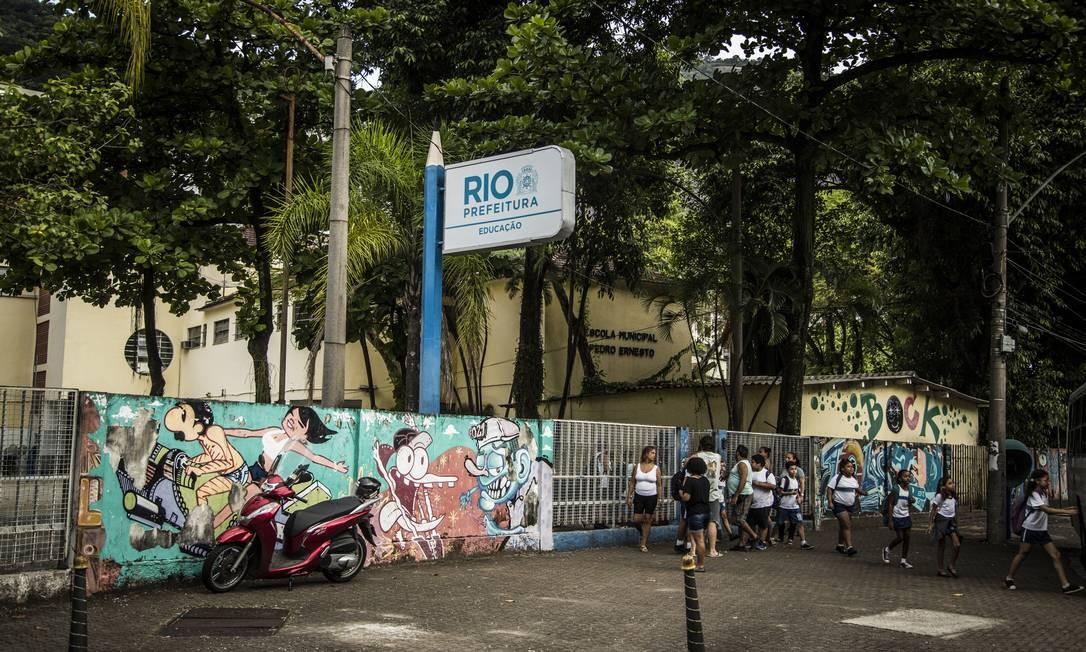 Escola Municipal Pedro Ernesto, no Humaitá, é uma das unidades que seguem fechadas Foto: Guito Moreto / Agência O Globo