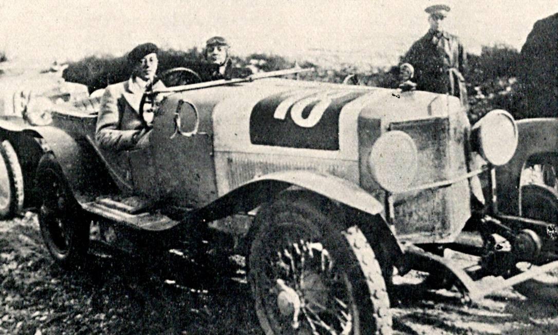 Itália, 1927: o piloto brasileiro Manoel de Teffé vence a Coppa Gallenga ao volante de uma Alfa Romeo Foto: Arquivo / 1927