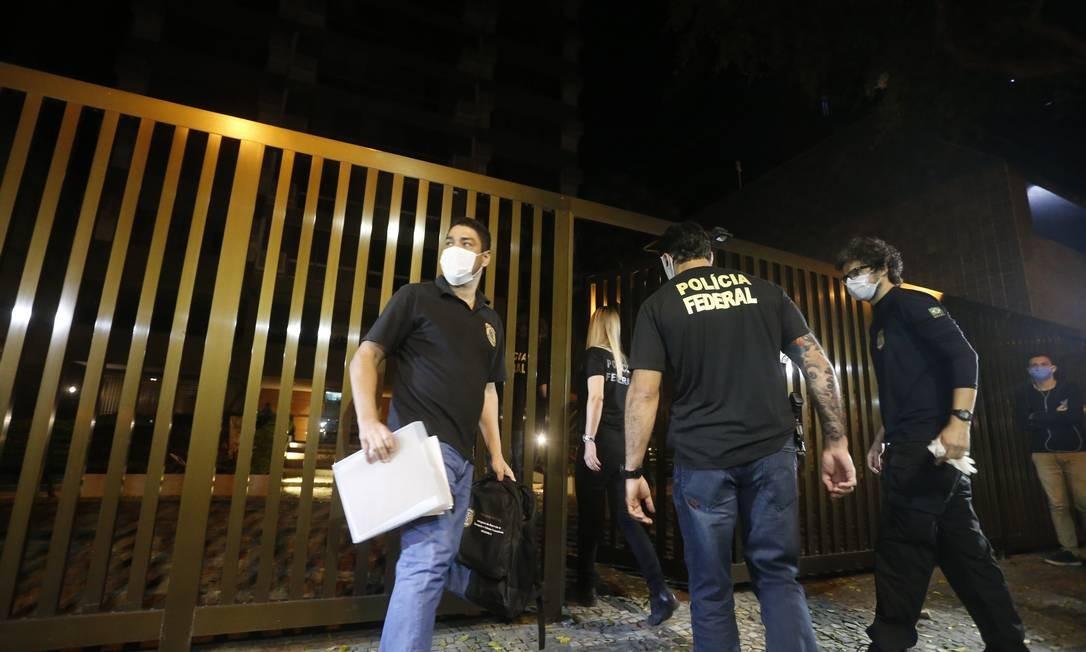 Polícia Federal cumpre mandados no Rio de Janeiro na operação Fiat Lux Foto: Fabiano Rocha / Agência O Globo