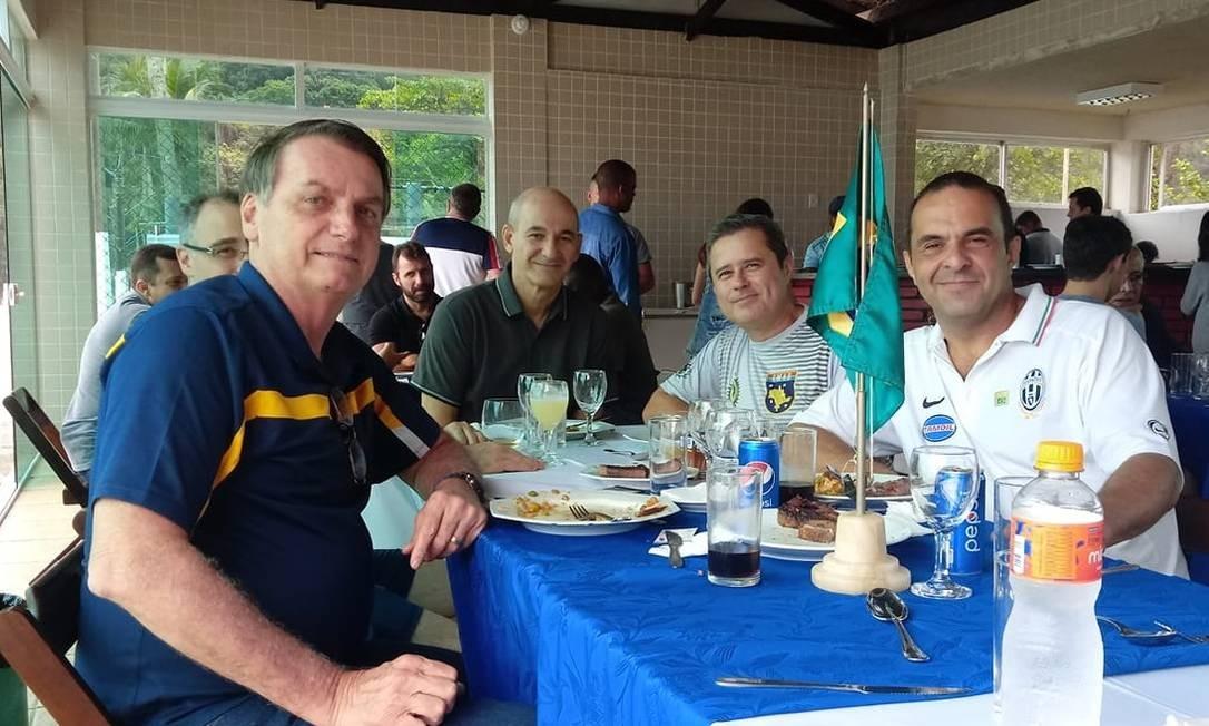 Jair Bolsonaro em almoço com Ângelo Bolsonaro Neto (à direita) Foto: Reprodução