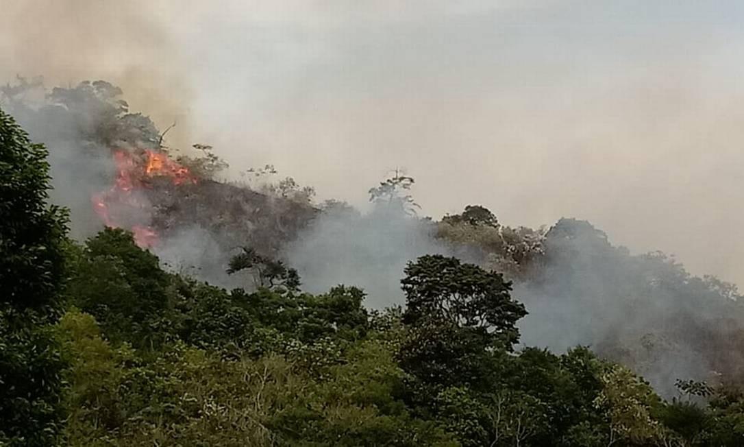 Incêndio toma conta do Parque Estadual da Pedra Branca, próximo ao Quilombo Cafundá Astrogilda Foto: Divulgação / Divulgação