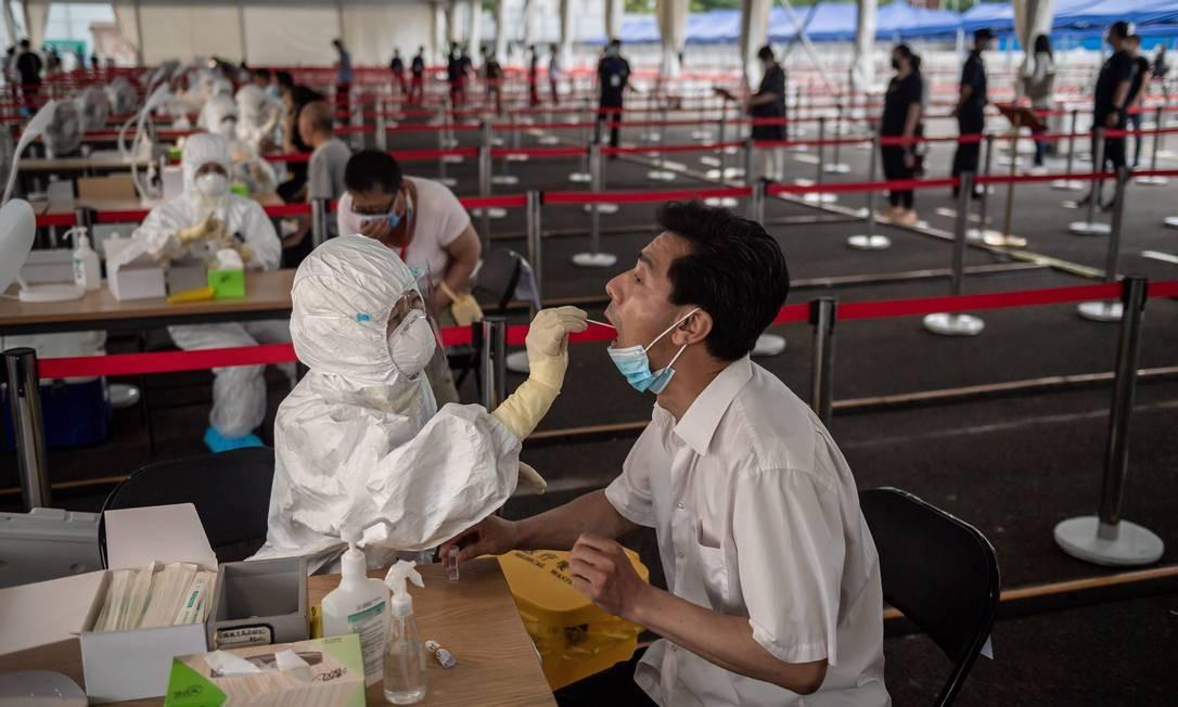 Pequim promove testes em massa para deter novo surto de coronavírus na capital Foto: NICOLAS ASFOURI / AFP/24-06-2020