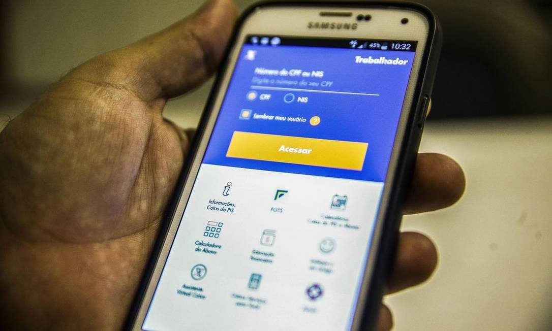 Saque emergencial de até R$ 1.045 do FGTS pode ser consultado em app Foto: Arquivo