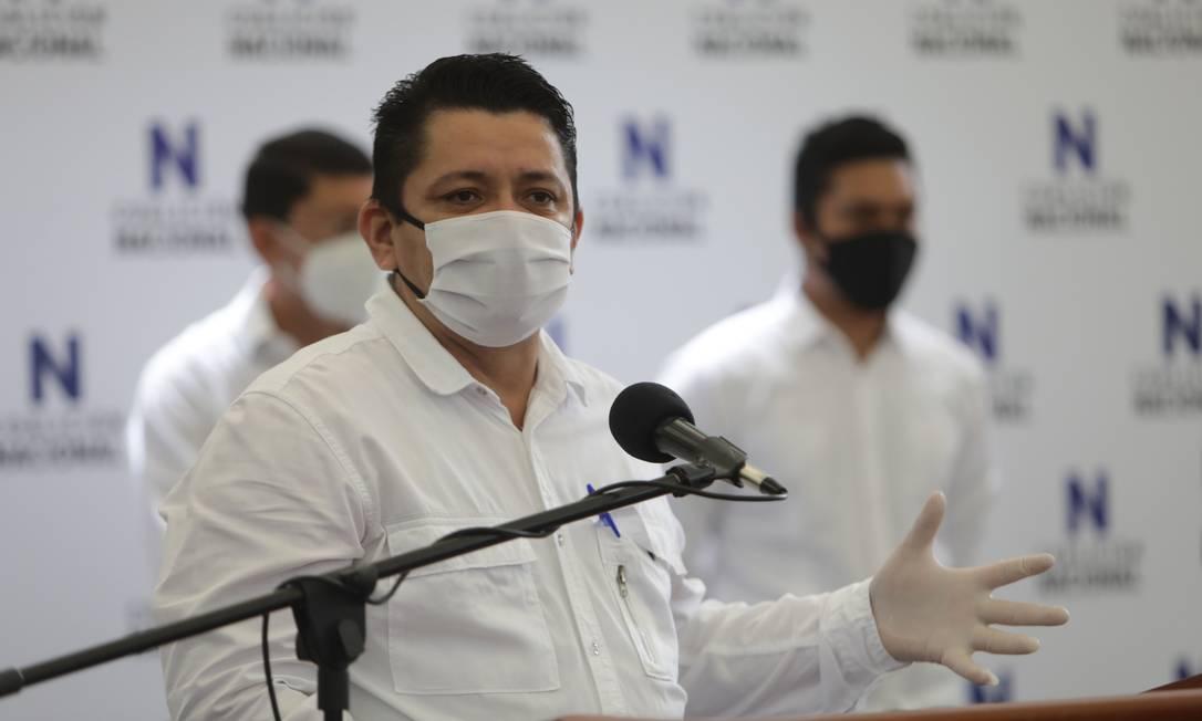 Líder camponês Medardo Mairena faz discurso durante assinatura do estatuto da Coalizão Nacional de oposição na Nicarágua Foto: INTI OCON / AFP