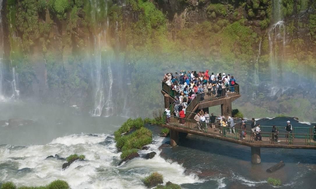 Turistas no Parque Nacional do Iguaçu, em Foz do Iguaçu. Setor de Turismo foi o mais afetado pela pandemia, segundo pesquisa Foto: Ministério do Turismo / Divulgação